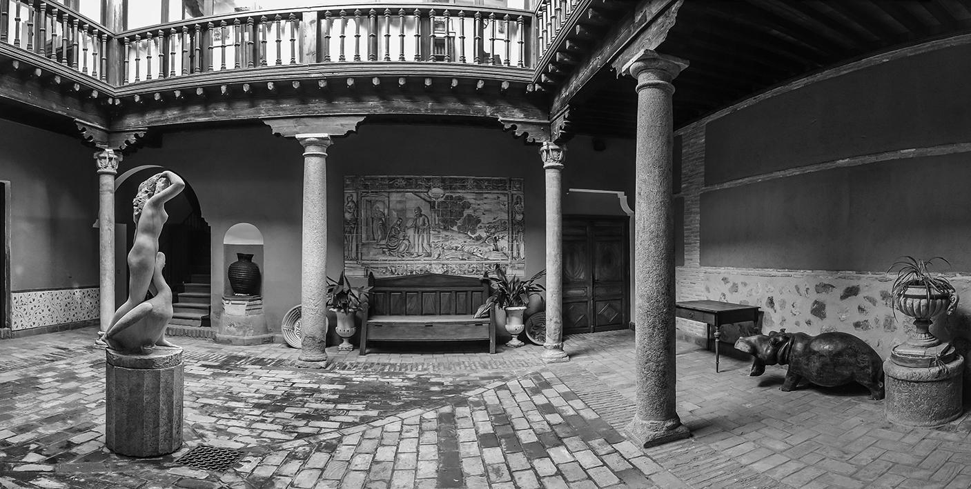Escultura de Leda y el cisne, en el patio de la Calle Aljibes nº 14, Toledo. Fotografía: Jose María Gutiérrez Arias, Sección Vivienda, Consorcio de la Ciudad de Toledo. Año 2017.
