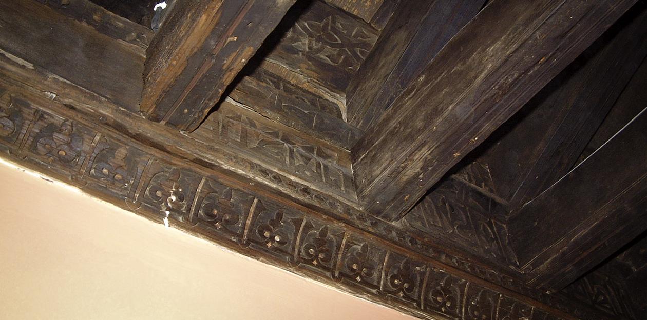 Detalle de la base de apoyo de una armadura de madera de la llamada
