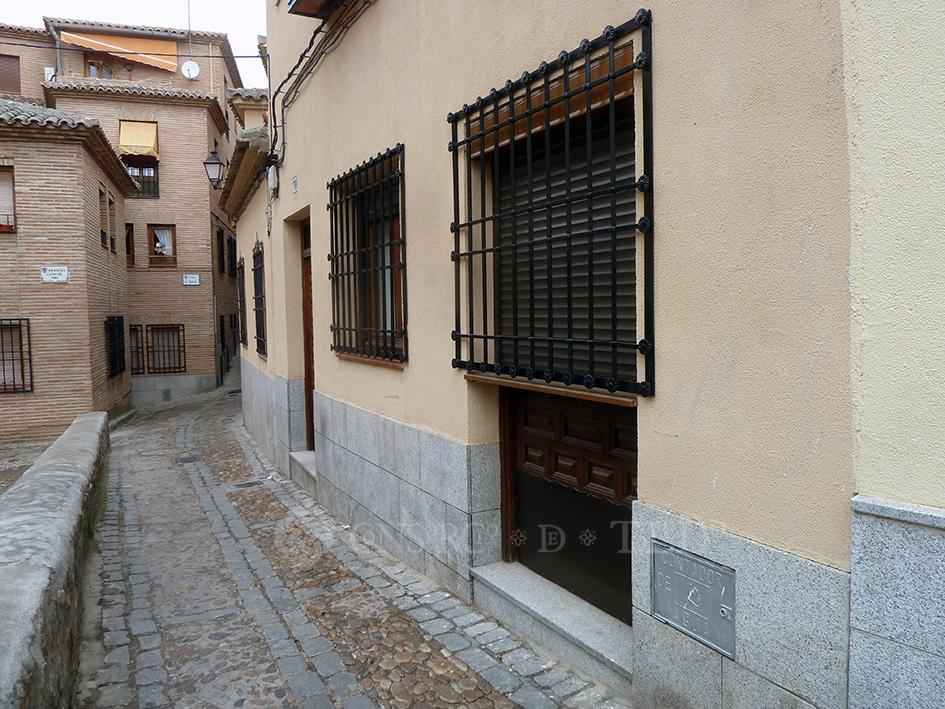 Mil puertas tabicadas (II). Calle Hospedería de San Bernardo