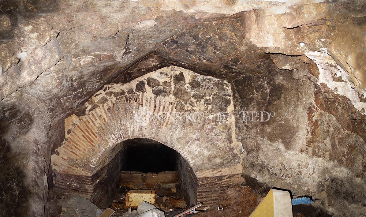 Cueva y mina de agua en el edificio sito en la Calle Alfonso XII nº 10, Toledo